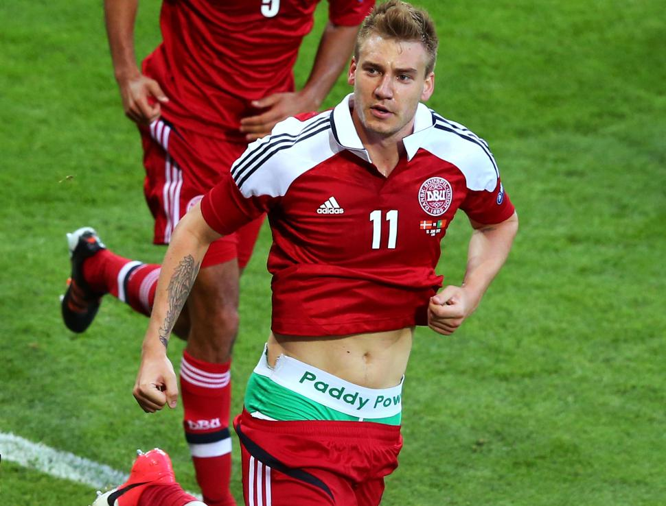 bendtner briefs flash Paddy power sinvite à leuro 2012