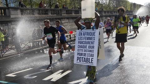 7777349900 Siabatou Sanneh Lors Du Marathon De Paris Le 12 Avril 20151